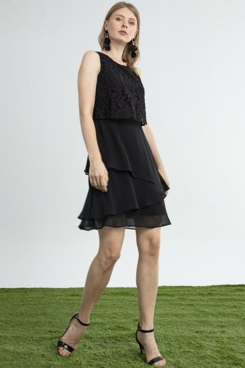 Journey - Üst Beden Dantel Alt Beden Şifon Katlı Kolsuz Elbise-Siyah