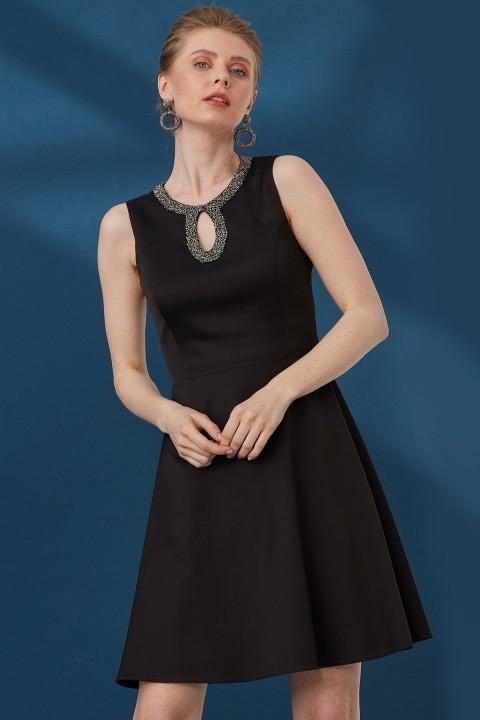 Journey - O Yaka Kolsuz Üst Beden Pencere Detaylı Abiye Elbise-Siyah