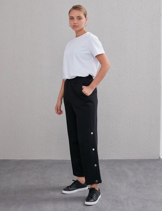KAYRA - Yandan Düğmeli Pantolon-Siyah